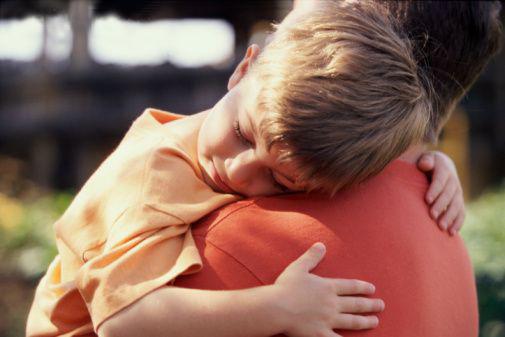 Resultado de imagem para abraço de pai e filho